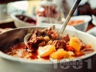Рецепта Чешки гулаш със свинско месо и картофи